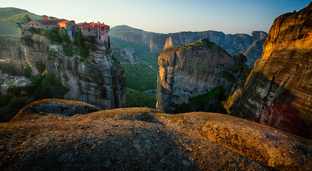 sunup: Meteora - Greece is a big monastery complex including nine reserved monastery built on top of difficult high cliffs resembling stone pillars 400 meters. Meteora is included in the UNESCO World Heritage Site.
