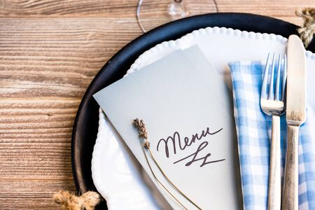 restaurant table setting with menu on the plate Stockfoto