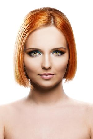 美しい若い赤毛の女性が白い背景で隔離 写真素材