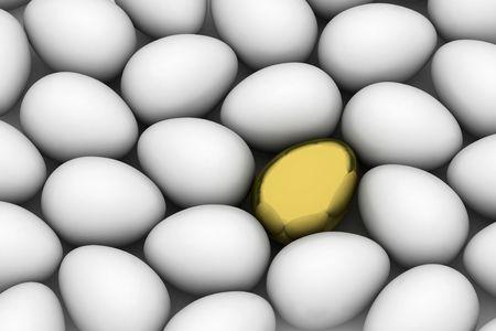 wśród: złote easter egg wśród podobnych białych jaj
