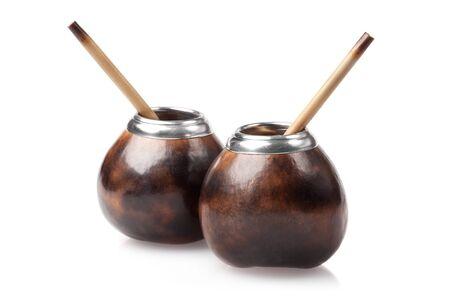 yerba mate: dos calabazas con bombillas aisladas sobre fondo blanco