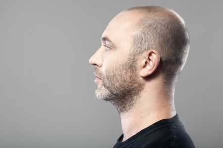 profile portrait of man isolated on gray background with copyspace Standard-Bild