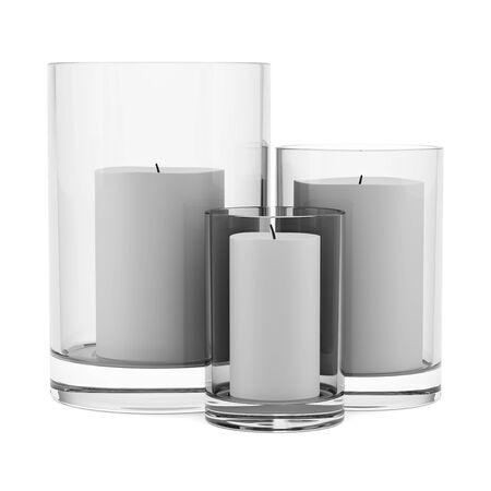 drie glazen kandelaars met kaarsen op een witte achtergrond Stockfoto