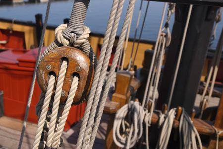 carrucole: Dettaglio di una nave a vela in legno Archivio Fotografico