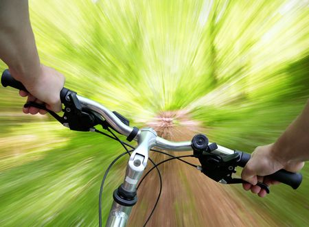 zooming: Mountain biking down the trail, descending fast, subjective point of view
