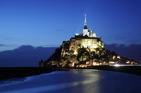 Le Mont-Saint-Michel in the twilight Stock Photo - 3848121
