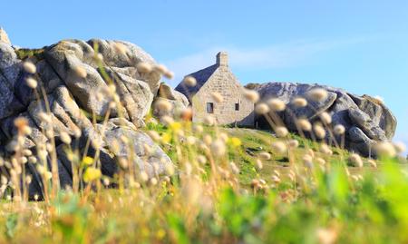 granit: Little house in Meneham village, Kerlouan, Brittany, France Stock Photo