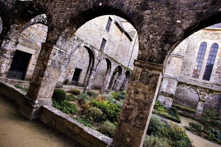 Saint-Magloire benedictine Abbey, cloister and garden, Lehon, Brittany, FranceBenedictine abbey built in the 9th century, rebuilt in the 12th and 13th centuries. Stock Photo