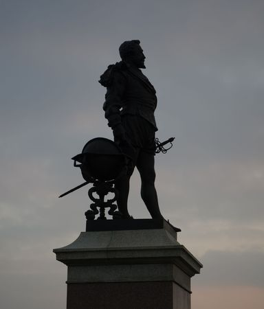 plymouth: Statue of Sir Francis Drake on Plymouth Hoe