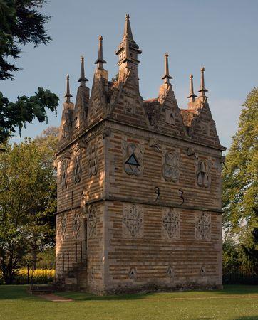 cat�licismo: Rushton triangular presentar en Northamptonshire - s�mbolo del catolicismo Foto de archivo