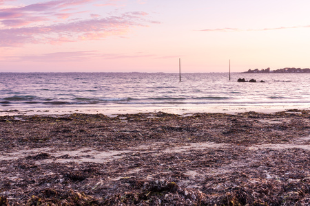 plage: Warm skies during sunset at Plage de Kervillen, Brittany, France. Stock Photo