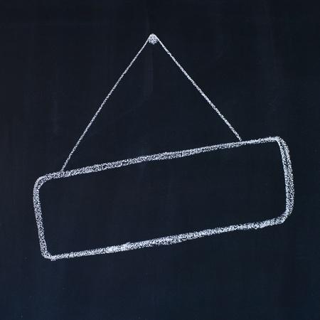 dessin craie: Cadre blanc sur un dessin � la craie tableau noir,