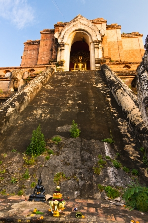 Ancient temple Wat Chedi Luang in Chiang Mai, Thailand photo