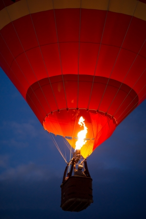 burner: Air balloon in the evening sky
