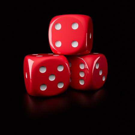 pips: Drie rode dobbelstenen tonen verschillende kanten (op een rechtshandige, 6-zijdige dobbelsteen met pitten) Stockfoto