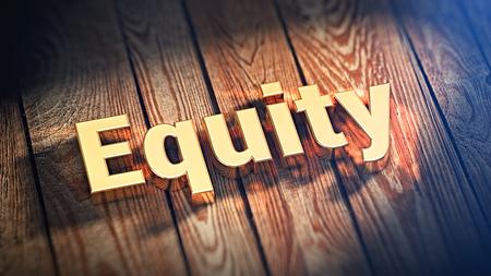 """equidad: La palabra """"equidad"""" se alinea con letras de oro sobre tablas de madera. imagen 3D ilustración Foto de archivo"""