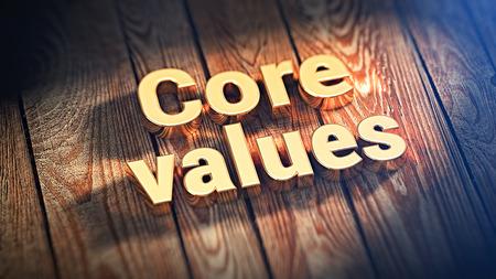 """nucleo: Las palabras """"valores fundamentales"""" se alinea con letras de oro sobre tablas de madera. imagen 3D ilustración"""