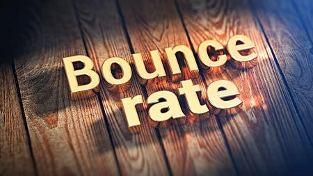 Les mots «taux de rebond» sont bordés de lettres dorées sur des planches de bois. Image d'illustration 3D