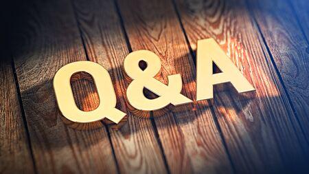 """El acrónimo """"Q & A"""" está forrado con letras doradas en tablones de madera. Imagen de ilustración 3D"""