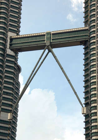 moderm: Sky brigde linking two tower at 45th and 46th floors