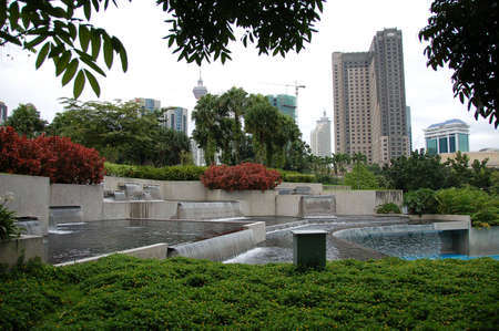 public park: Piscina para ni�os en parque p�blico con el agua cae en cascada
