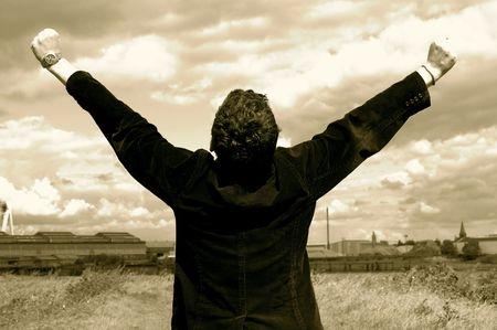 pu�os cerrados: Las manos en el aire. Esta foto fue tomada cerca del r�o Escalda.