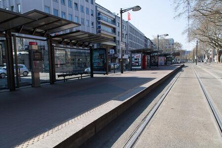relaciones laborales: Colonia, Alemania - 27 de marzo 2014 la estación abandonada en un día de huelga en el servicio público Esta huelga fue organizada por ver di Ellos son un gran sindicato alemán con 2 2 millones de miembros Editorial