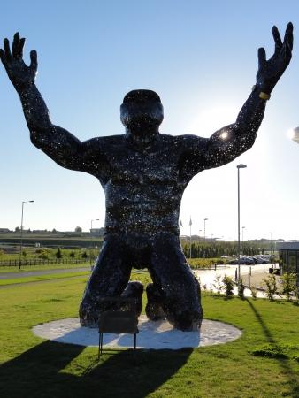 giant man: Giant Man statue