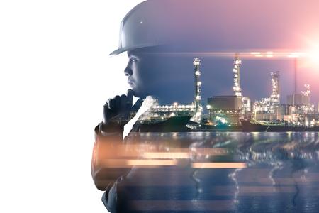 obraz z podwójną ekspozycją przedstawiający myślącego inżyniera nakładkę z obrazem rafinerii ropy naftowej. Koncepcja energetyki, inżynierii, budownictwa i przemysłu. Zdjęcie Seryjne