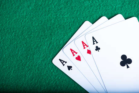 the play cards laying on the poker table in casino Standard-Bild