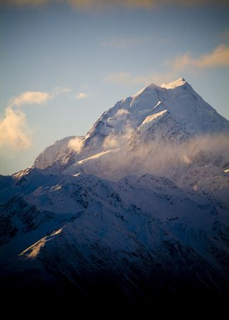 aspiring: Aoraki  Mt Cook National Park, New Zealand. The highest peak in Australasia is Mt Cook, at 3755m. Stock Photo