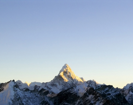 aspiring: Snow capped peak Ama Dablam in the Himalaya, Nepal. Stock Photo