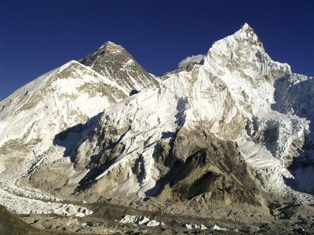 база: Worlds heighest mountain, Mt Everest (8850m) and Nuptse to the right in the Himalaya, Nepal.