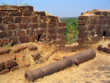 defended: Old cannon lies on the ground where it once defended the coastline Stock Photo