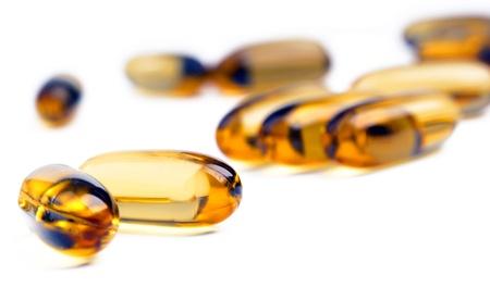 doses: Helder geel capsules met ondiepe nadruk Stockfoto