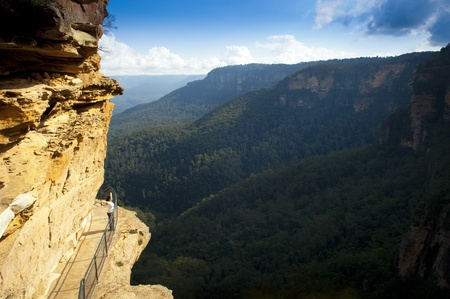 mountain pass: Young woman on the National Pass Trail in the Blue Mountains, Australia Stock Photo