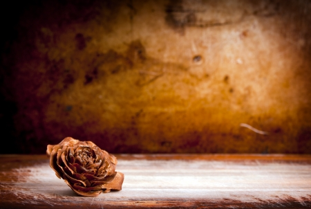 distressed wood: Wooden rose against a vintage grunge background with copy space Stock Photo