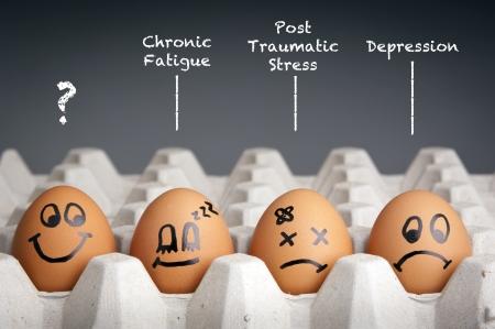 agotado: Concepto de salud mental en estilo juguet�n con los personajes de huevo
