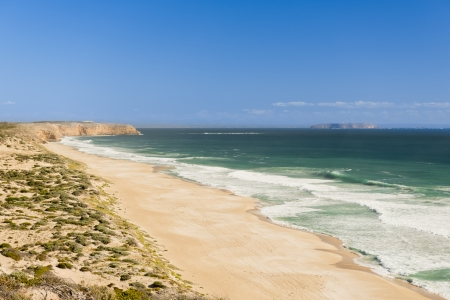 yorke: Long white sand beach with ocean waves Stock Photo