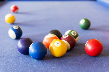 snooker halls: Playing pool on a pool table with billiard balls Stock Photo