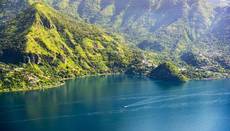 Lake Atitlan mountainous shoreline with a view of San Marcos La Laguna Imagens