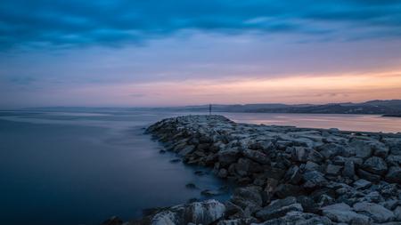 Estepona port at sunset 免版税图像 - 111074768