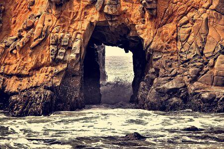 big stone hole at pfeiffer beach big sur california USA Zdjęcie Seryjne