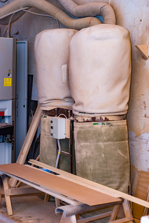 Dust collecting system for the production of furniture from precious wood and veneer