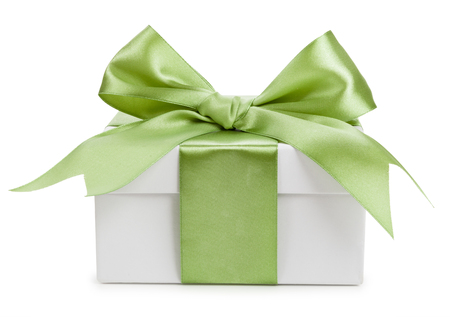 Contenitore di regalo bianco con fiocco verde isolato Archivio Fotografico - 36998977