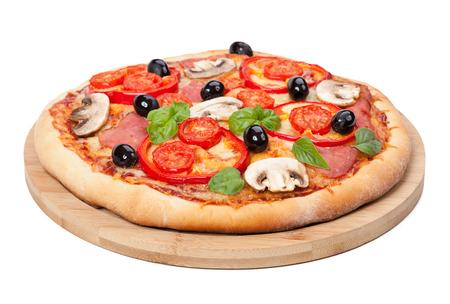 白い背景上に分離されて風味豊かな、おいしいピザ 写真素材