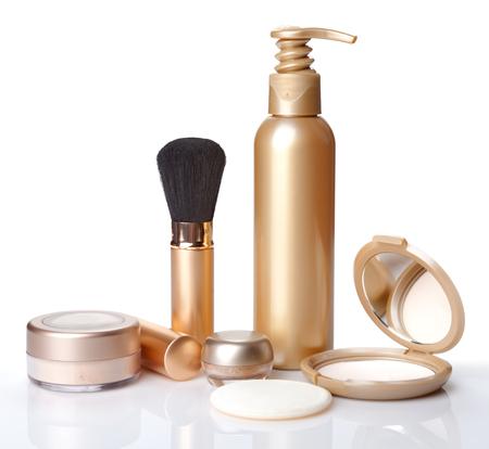 Pennello per il make-up, in polvere e cosmetici isolato. Archivio Fotografico - 41635318
