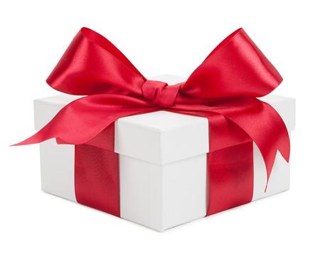 Contenitore di regalo bianco con nastro rosso e prua isolato su uno sfondo bianco. Archivio Fotografico - 41634058