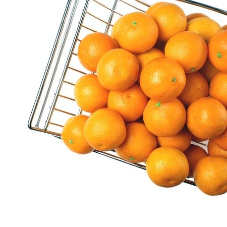fruitmand: Metalen fruitmand op een witte achtergrond Stockfoto