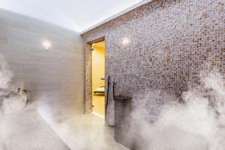 Interno della sauna turca, hammam turco classico Archivio Fotografico - 87940865